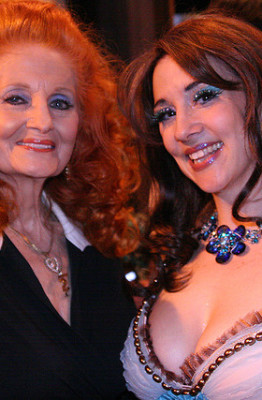"Legend Tempest Storm with ""Queen-To-Be"" Indigo Blue, Burlesque Hall of Fame 2007.  Photo by Don Spiro."