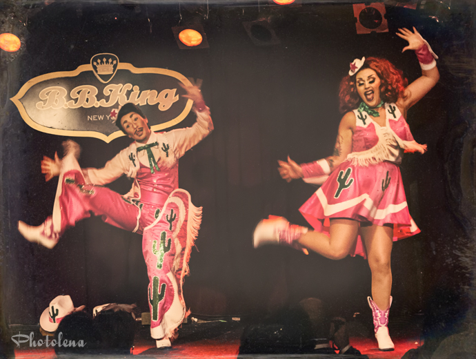 Kitten and Lou performing at the 2014 New York Burlesque Festival