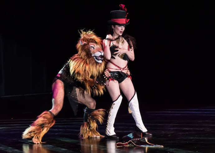 Tansy and Leon performing at the Burlesque Hall of Fame 2015 Movers, Shakers and Innovators Showcase